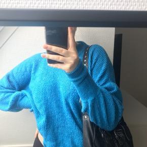 Blusen er en M men da den er blevet vasket et par gange vil jeg sige den passer en S💖   TAGS: Only Vila Y.A.S Pieces H&M Moss copenhagen Weekday Nelly Pretty littel thing Nakd calvin Klein Moves