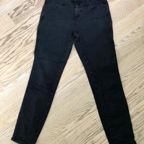 Sorte jeans, str 28, model Skinny pusher