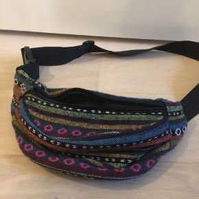 Retro bæltetaske med 2 lynlås-rum