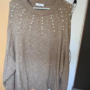 Helt vild bedårende sweater med perler på💕 aldrig brugt kun prøvet på! Har nogle super søde ballon ærmer🤎🤎