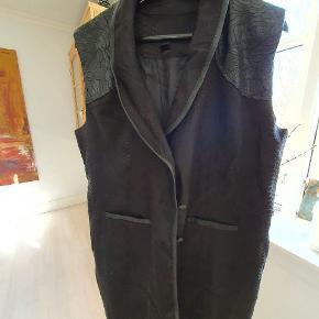 Tippy vest