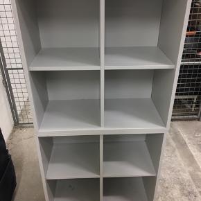 To IKEA Eket reoler sælges grundet flytning. Der er to bitte små huller i hver reol, men ikke noget man ser når de først er i brug 😊 Kom med et bud