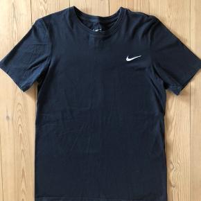 Navy Nike t-shirt