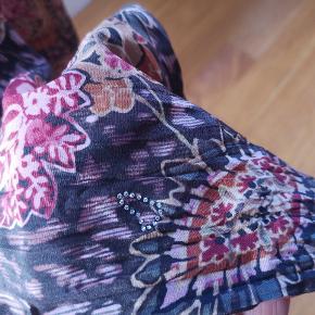 NY PRIS Super fede og populære silkebukser fra Heartmade. Str er 36, men kan sagtens passes af en str 38. Kun brugt et par gange. Nypris 2500,00