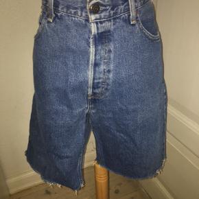 Afklippede vintage levis shorts i denim - model 582. W36 - kan smøges op eller beholdes nede.