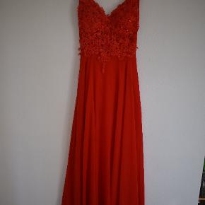 Beautiful thick great material bright red vintage prom dress. Size :38-40