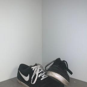 Fine nike sko. Det andet par sorte snørebånd medfølger selvfølgelig. De vaskes inden salg😊