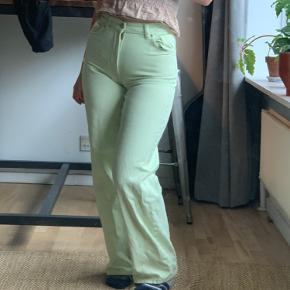 Monki yoko limited edition lime grønne bukser købt i sommers. Str. 27 😊