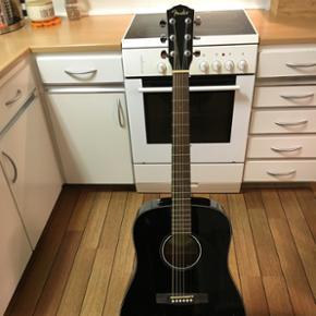 Guitar med stativ sælges da jeg fandt ud af at jeg ikke skulle være rockstjerne alligevel. Fin stand brugt meget lidt.
