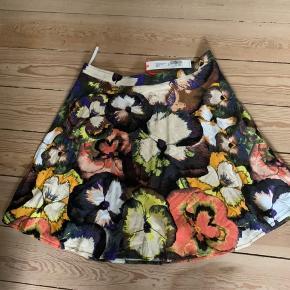 Så fin kvalitets nederdel. Perfekt til både hverdag og fest.