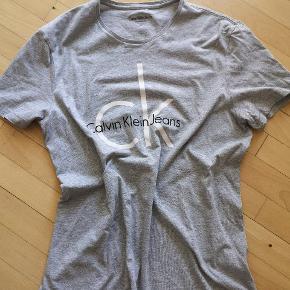 Fin t-shirt fra Calvin klein 🙂