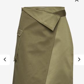 Smuk slå-om nederdel. Brugt en gang i få timer. Bytter ikke og prisen er fast. Vh Mette