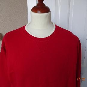 Top Line Varetype: Sweat shirt med lange ærme Farve: Rød/ råhvid  Sweat shirt med lange ærme sælges.     (BYTTER IKKE)  Brystmål: 62x2 Længde: 71 Materiale: 100 % Bomuld