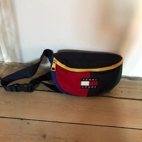 Y2k colorblock beltbag from tommy hilfiger