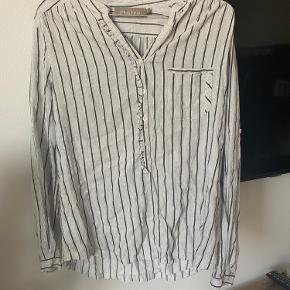 Sælger denne fine skjorte fra Plus Fine  Næsten som ny.  BYD gerne