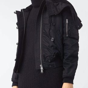 Lækker All Saints jakke - model Otis  Str. Small  Sort  Brugt få gange  Nypris 2600 kr. (318 GBP)  Bytter ikke og prisen er baseret på handel via MP.  Sender gerne for 49,- med GLS.