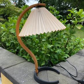 Designlampe af Mads Carprani fra 70 erne - Lampen er i rigtig fin stand med original skærm.