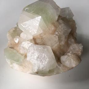 Smuk sten købt på stenmesse. Diameter ca 12 cm højde ca 9 cm