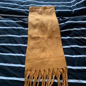 Fint tørklæde aldrig brugt