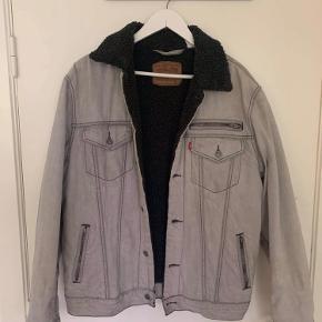 Vintage Levis jakke med for - fejler ikke noget, men er en ældre jakke.