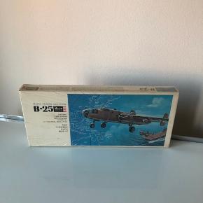 Original indpakket modelfly købt i 1970'erne i Danmark. BYD:)  ▪️Velkommen i shoppen 🤩👗☘️ ▪️Bud er altid velkomne 🌹📸💰 ▪️Sender udvalgte varer 📦🔍💌 ▪️Afhentning nær Nørrebro st. ☑️ ▪️Ingen byttehandler 🔁🌸🖖🏼🌼