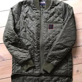 Fed Thermo jakke fra Le Fix. Den er ikke stor i størrelsen så jeg vil sige den svarer til en str. small.