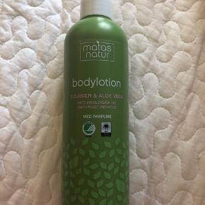 Velduftende lækker bodylotion, som fugter huden.  Sælges da jeg har to og ikke kan bruge så meget på en gang ☺️  Aldrig været åbnet