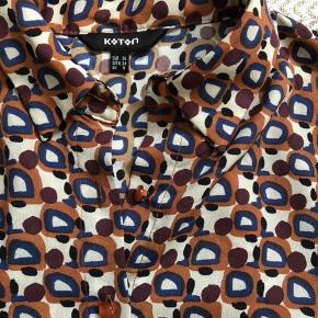 Mørke blå nederdel Multi skjorte Begge er 36 og fra Koton