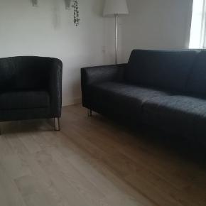 Cleveland stol og sofa ( længde 210 cm) mørkegrå stof. Sofa 800 kr.  Stol 300 kr  Sælges samlet til 1000 kr