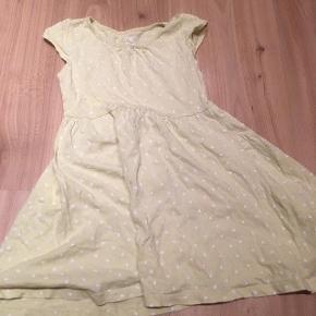 H&m kjole 98/104  -fast pris -køb 4 annoncer og den billigste er gratis - kan afhentes på Mimersgade 111 - sender gerne hvis du betaler Porto - mødes ikke andre steder - bytter ikke