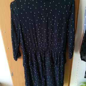 Fineste ganni kjole, jeg får desværre ikke brugt den nok. Og hænger bare inde i skabet, prisen er inkl fragt.