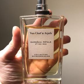 Van Cleef & Arpels - Gardenia pétale Parfume 100 ml, brugt få gange. Nypris 999 ( købt i sommers)  Sælges for 250 kr