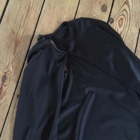 Udklædning kappe str 128  -fast pris -køb 4 annoncer og den billigste er gratis - kan afhentes på Mimersgade 111 - sender gerne hvis du betaler Porto - mødes ikke andre steder - bytter ikke