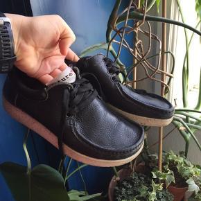 Jeg sælger disse fine Nature sko, da jeg simpelthen ikke får dem brugt nok.  De er brugte, men stadig i fin stand. Kom med bud!   #30dayssellout