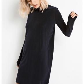 Fin sort kjole. Fin stand