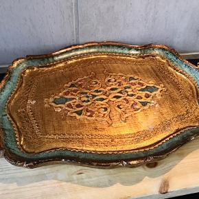 Smuk italiensk vintage bakke  i skønne farver med lidt patina. Bakker målet 29 cm x 43 cm