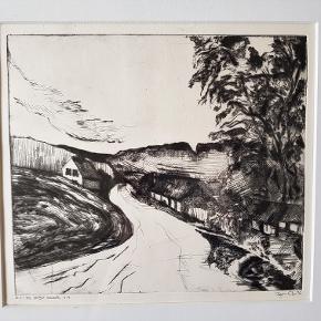 """Bjarne Ohn Super fin lille original koldnålsradering af Bjarne Ohn fra 76 Titel : """"Ved vejen-1976""""   b: 46 cm.  ( med rammen )                h: 46 cm.  ( med rammen ) ( uden ramme : b:28 cm. - h:26 cm. )                Pris : 250 kr."""