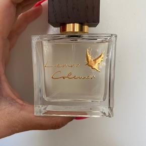 Lækker Lenina Coleman parfume sælges Pillet ud af æsken og prøvet på en gang  Sender for købers regning  Ved ts handel betaler køber gebyr