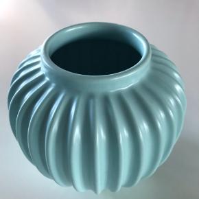 Den mindste vase har en mindre hak, els. fejler de intet.