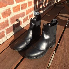 """Ridestøvler, kort sort model mærket """"Horze"""" str. 37"""