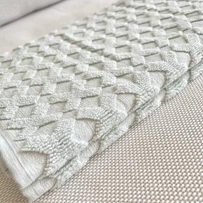 Helt nye Mette Ditmer gæstehåndklæder str. 35x55 cm  Aldrig taget i brug.  Mener nypris er 119 kr.