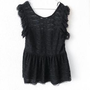Gina Tricot sort skøn blonde top perfekt her til sommeren   størrelse: L   pris: 50 kr   fragt: 37 kr