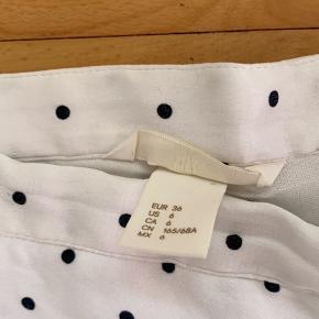 Den populære nederdel fra h&m. Passer nærmere xs.