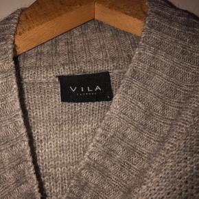 Trøjen er brugt dog uden skader og tydelige tegn på slitage.