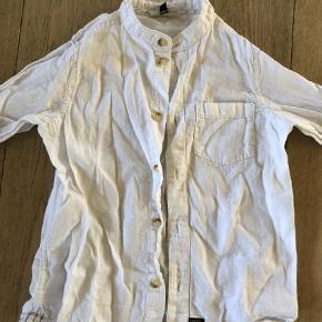 Varetype: Skjorte Størrelse: 5år Farve: Hvid Oprindelig købspris: 179 kr.