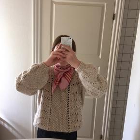 Sødt silketørklæde fra becksöndergaard i en rosa /lyserød/pink farve, tørklædet er helt nyt og stadig med prismærke er i 100% silke☺️ Kan afhentes i Vejle ellers sendes over trendsales Byd endelig! :)   #secondchancesummer