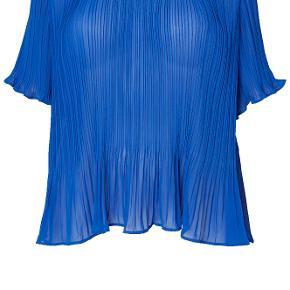 Super flot plisse bluse, aldrig brugt men mærker taget af, den er stor størrelsen så passer fint str.46-52