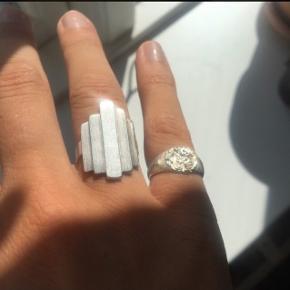 Super fin ring fra Pernille Corydon i sølv. Brugt lidt, men bærer ikke præg af at være slidt. Str 52  #30dayssellout
