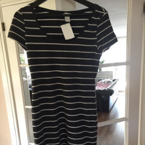Helt ny basis t-shirt kjole fra H&M. Mørkegrå!