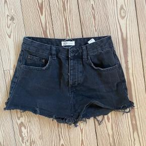 Fine sorte denim shorts. Brugt - men god stand! XS 💗